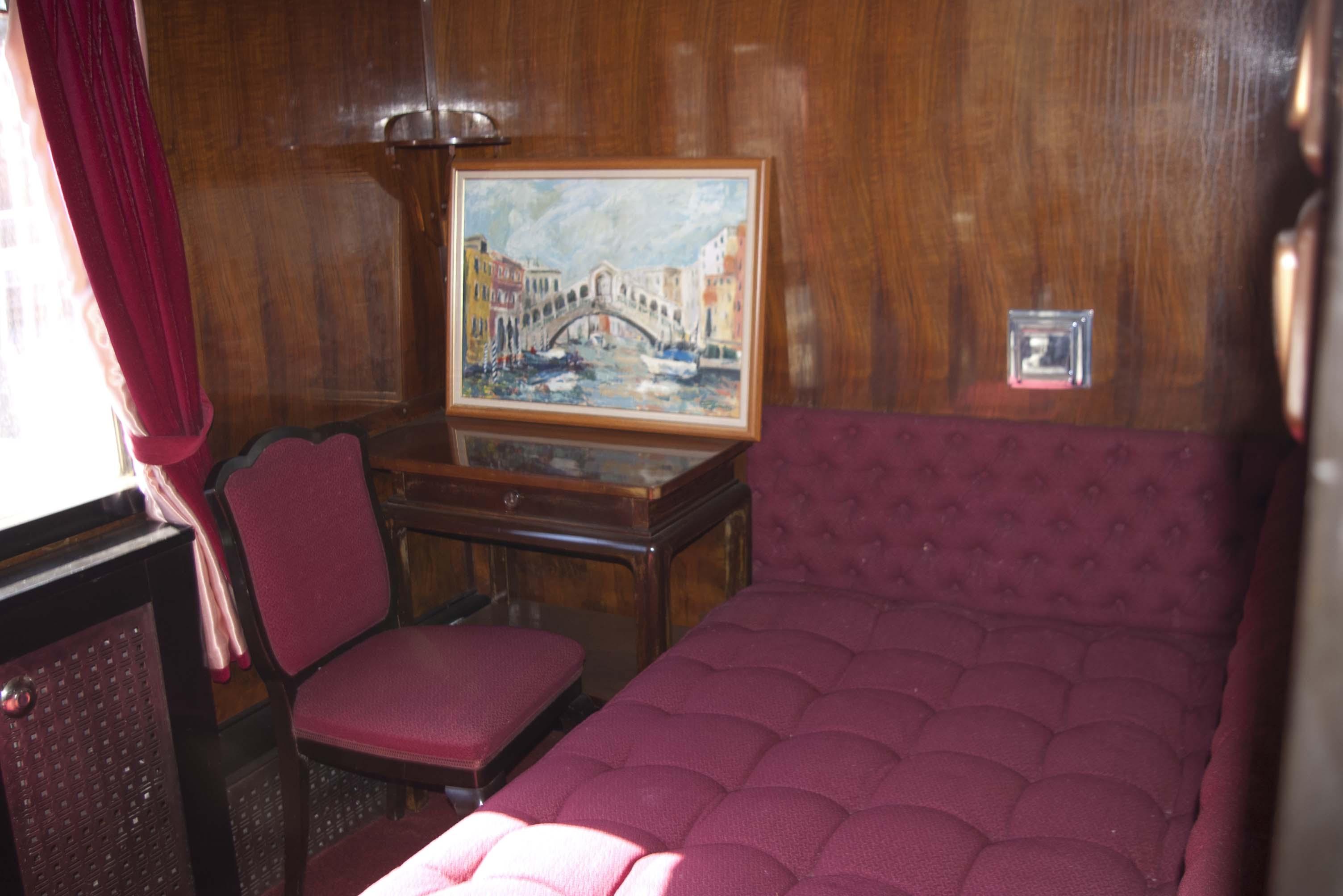 educatie cu trenul regal bucurestii vechi si noi. Black Bedroom Furniture Sets. Home Design Ideas