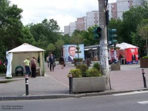 Corturi de campanie electorală pe locul fostelor magazine (2012)