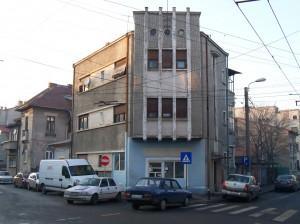 Bloc art-deci pe str. Delea Veche colț cu str. Budilă